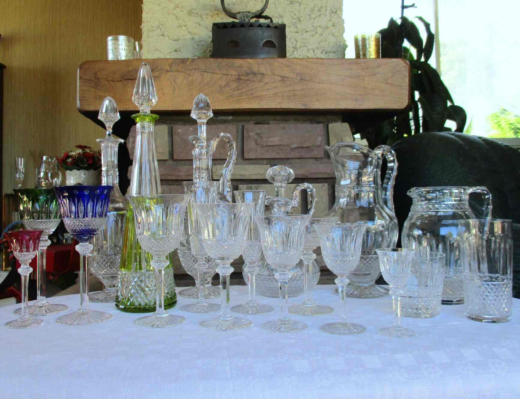 composition d 39 un service de table en cristal prestivilege. Black Bedroom Furniture Sets. Home Design Ideas