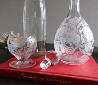 Roses stylisees gravure acide baccarat