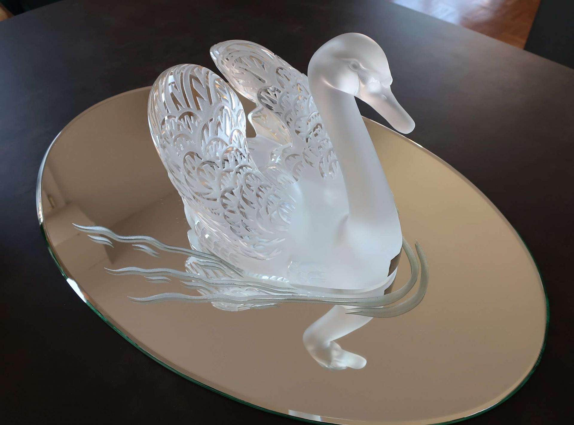 Cygne tête haute et son miroir. Cristal Lalique
